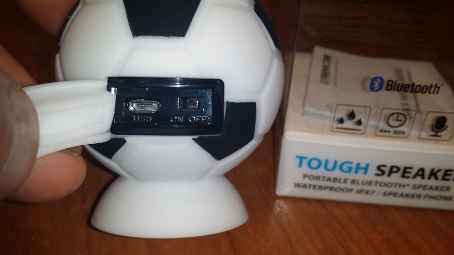 Concurs, Unboxing si Mini Review-Boxa portabila Freecom Waterproof Fotbal Edition