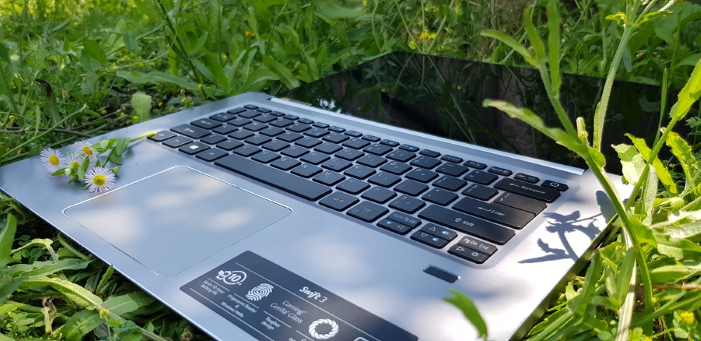 Review laptop ACER Swift 3 SF314-52G-180g