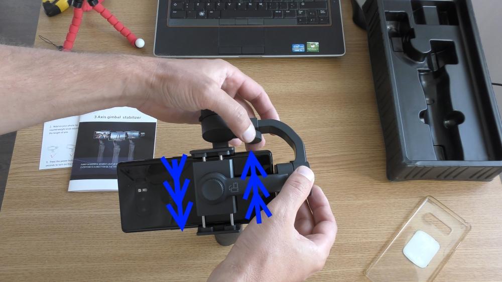Review Stabilizator Gimbal HS-S5 cu 3 axe pentru telefon-instalare2