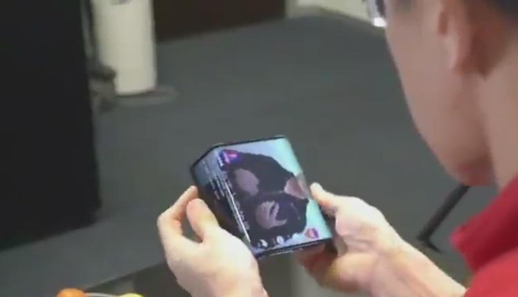 Xiaomi a dezvaluit intr-un video un prototip de telefon cu ecran pliabil