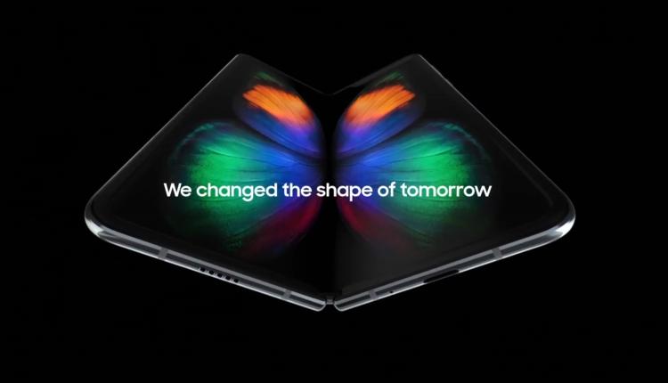 Samsung a dezvaluit Galaxy Fold cu ecran Infinity Flex Display de 7 inci cu 12 GB de RAM si un pret de 2000 Euro