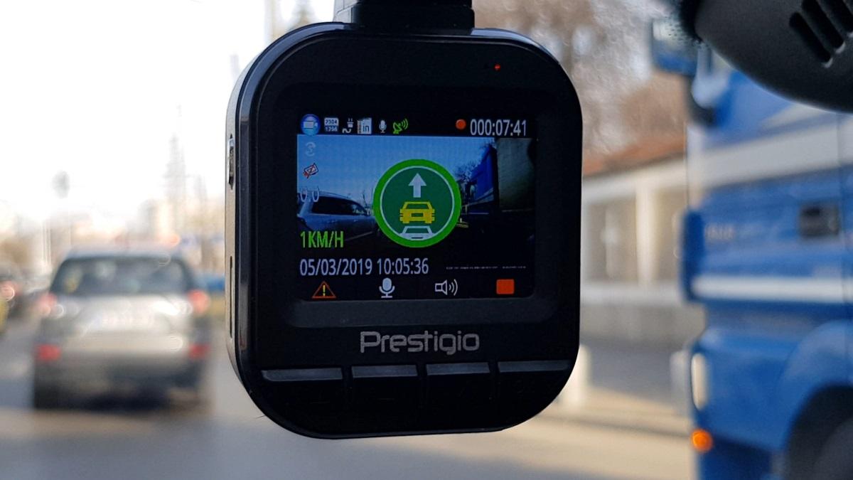 Review camera auto Prestigio RoadRunner 585 GPS atentionare plecare masina de la stop