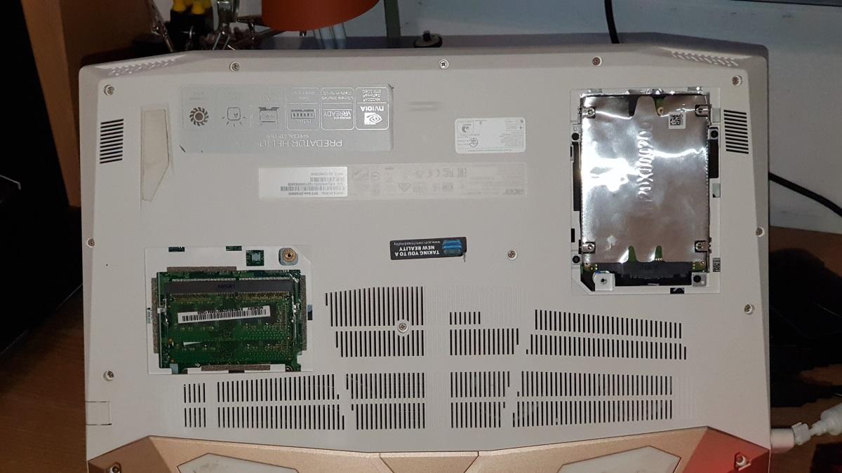 M-am jucat si cu Acer Predator Helios 300, laptop echipat cu placa grafica Nvidia GTX 1060-spate2