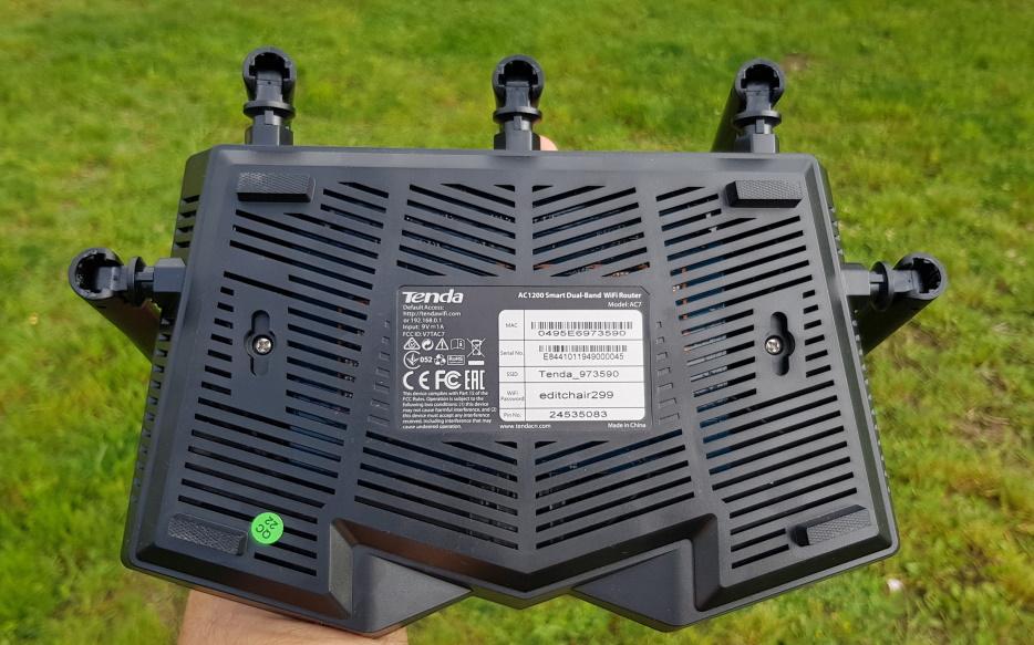 Am testat routerul dual band Tenda AC7 (AC1200) cu 5 antene-3