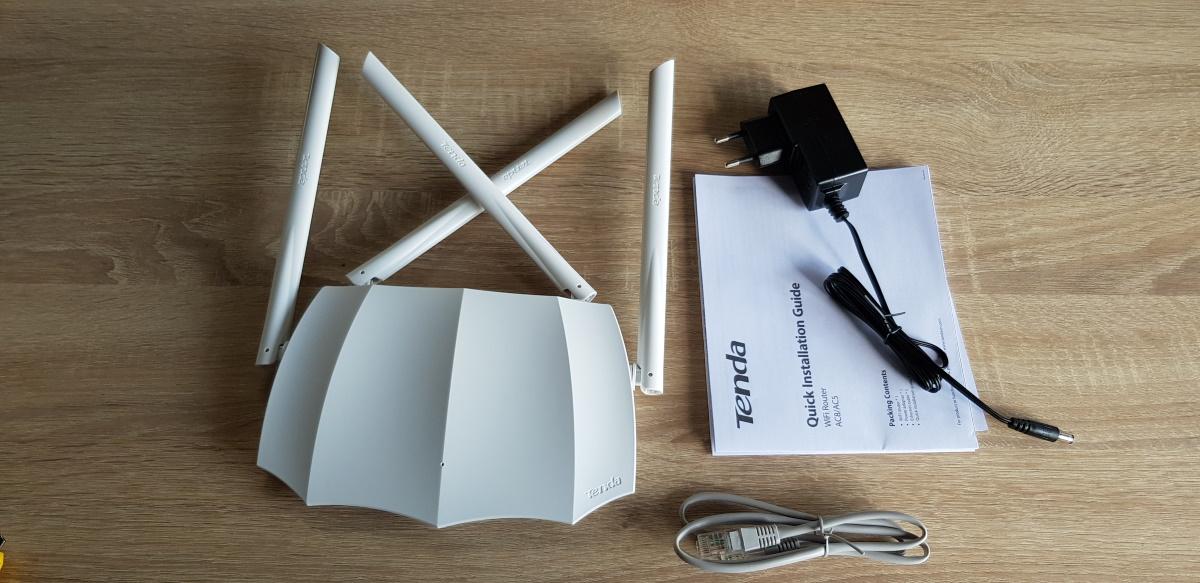Router Tenda AC5 AC1200 Dual Band - un Batman de culoare albă, ieftin, ușor de instalat și de utilizat in special pe post de repeater